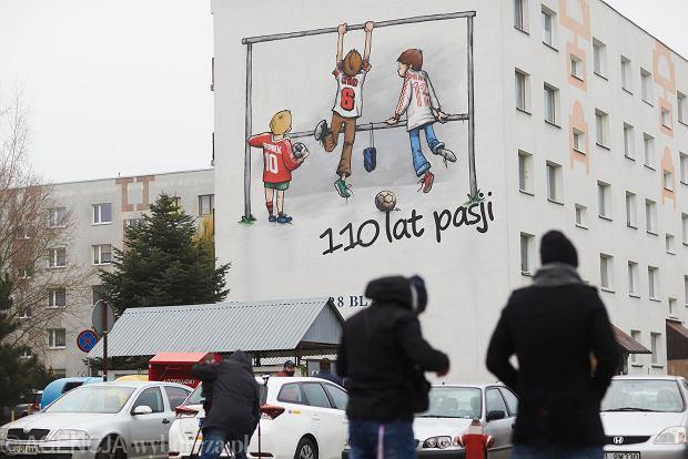 Zdjęcie numer 7 w galerii - Na bloku na łódzkim Radogoszczu powstał niezwykły mural na 110-lecie Widzewa