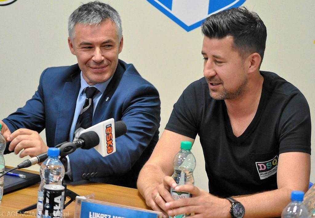 Od lewej: prezes Wisły Jacek Kruszewski i dyrektor sportowy Łukasz Masłowski