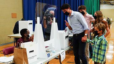 Premier Kanady Justin Trudeau wraz z rodziną oddają swój głos w wyborach. Montreal, Kanada, 20 września 2021