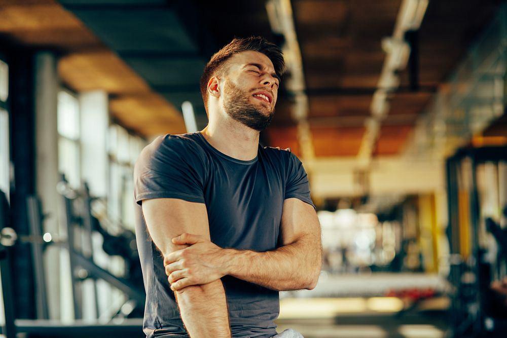 Częstą przyczyną bólu łokcia jest tzw. łokieć tenisisty, dokuczliwa dolegliwość nie tylko sportwców