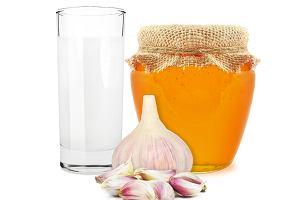 Mleko z miodem i czosnkiem - czemu zawdzięczamy jego leczniczą moc?