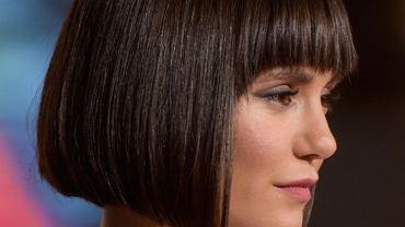 Angled bob - modna fryzura, która bije rekordy popularności. Optycznie odmładza i wyszczupla twarz