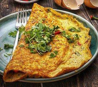 Omlet z pastą warzywną Podravka z pomidorami i cukinią i szparagami