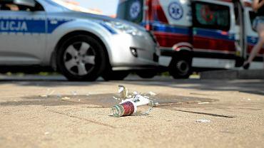 Interwencja pogotowia i policji na placu Rodła, gdzie zasłabł mężczyzna