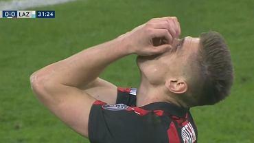 Krzysztof Piątek po zmarnowaniu okazji w ligowym meczu przeciwko Lazio Rzym