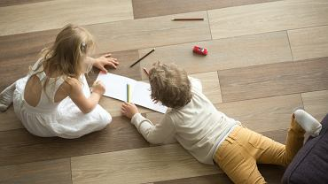 ?Kids,Sister,And,Brother,Playing,Drawing,Together,On,Wooden,Warm
