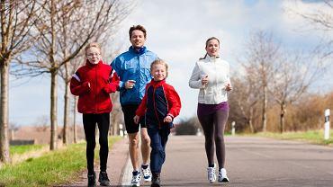 Rodzice powinni nauczyć dzieci od małego odrobiny ruchu - i przyjemności z ćwiczeń
