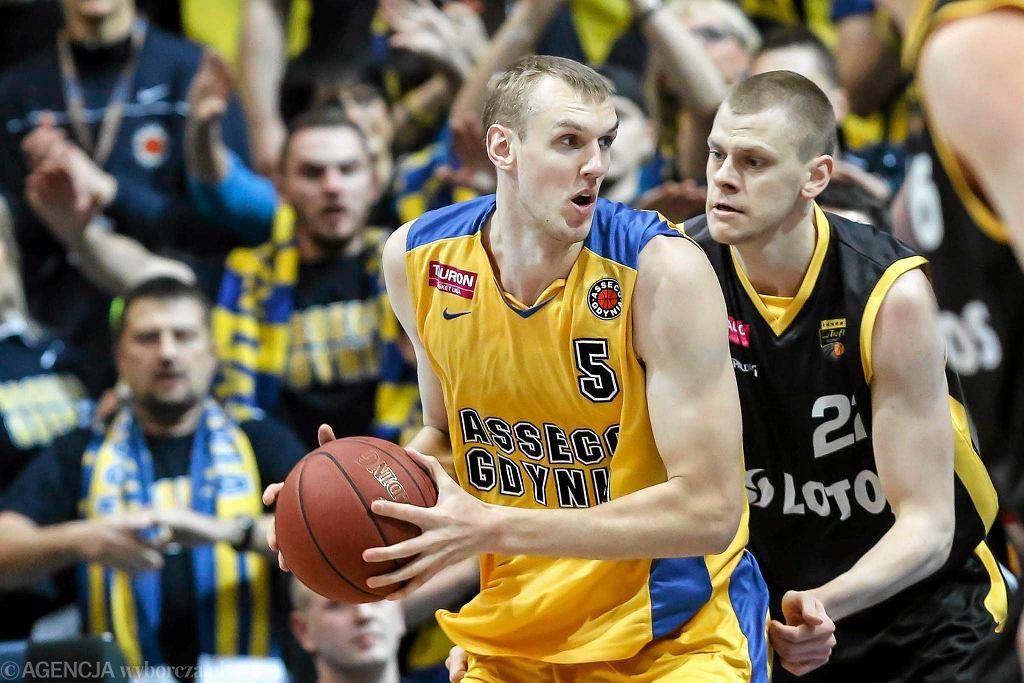Djorde Kaplanović zastąpi w Asseco Ovidijusa Galdikasa (z piłką)