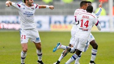 Piłkarze Lyonu celebrują kolejną bramkę