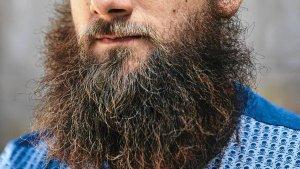 Ile rośnie broda