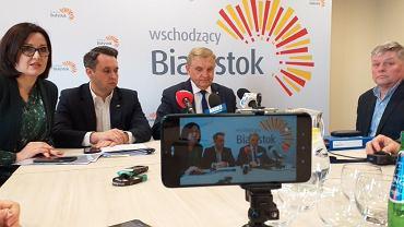 Konferencja prasowa Tadeusza Truskolaskiego, prezydenta Białegostoku w sprawie zamknięcia placówek miejskich w związku z koronawirusem