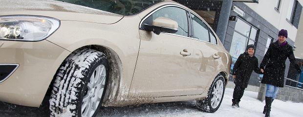 Opony zimowe - jak kupują Polacy?