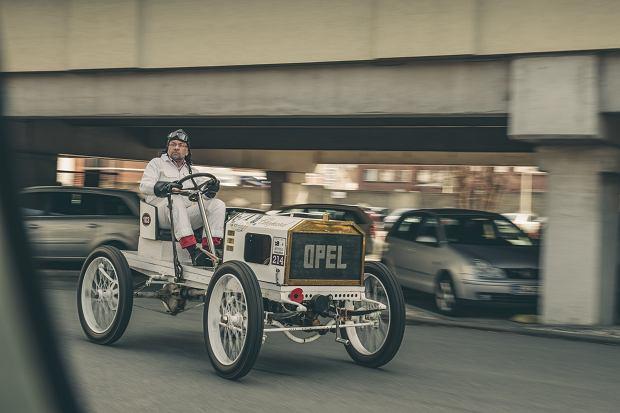 Jak jeździło się samochodem sto lat temu? To był obłęd