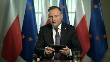 Prezydent Andrzej Duda podczas czatu na Facebooku.