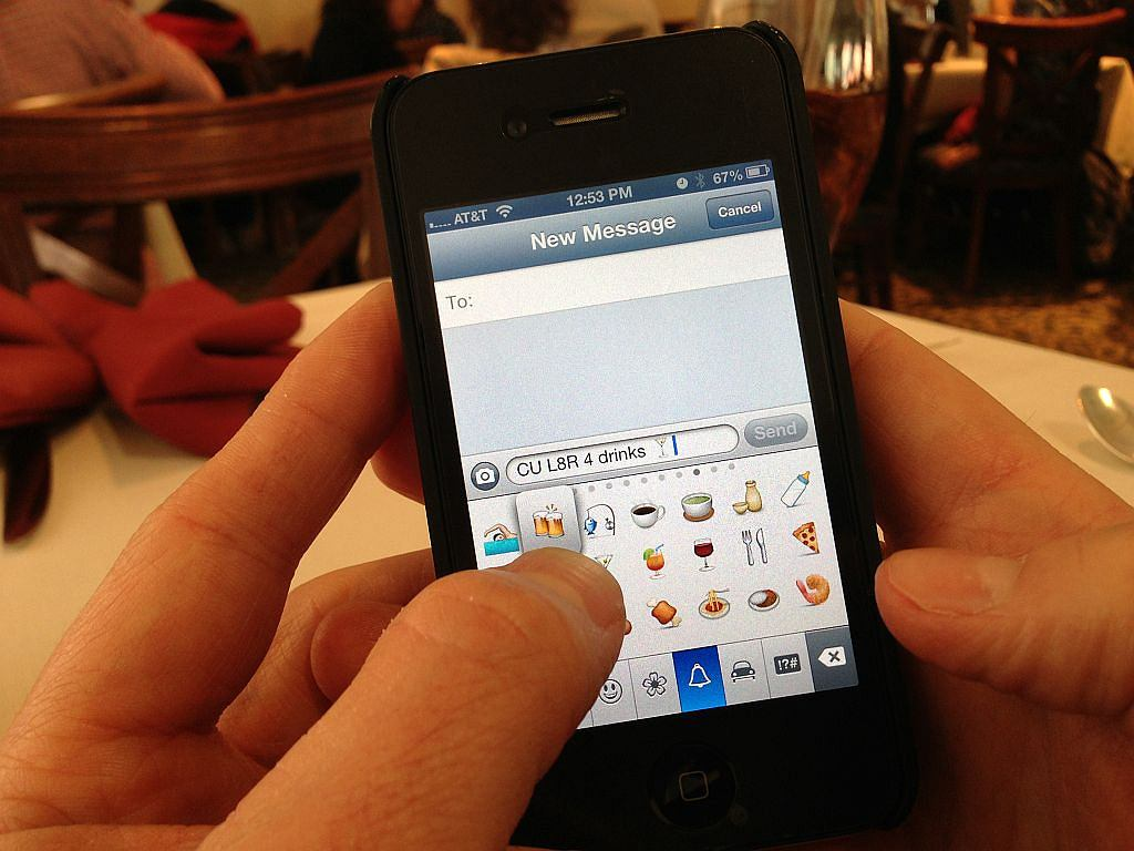 Dogadujesz się w wiadomościach SMS ze swoim partnerem? Według naukowców, to znak, że twój związek jest w dobrej kondycji.