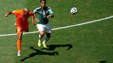 Nigel de Jong w walce o piłkę