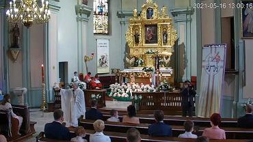Oburzające kazanie księdza podczas Pierwszej Komunii Świętej: Do niektórych się dochodzi przez mózg, a do innych przez inną część ciała