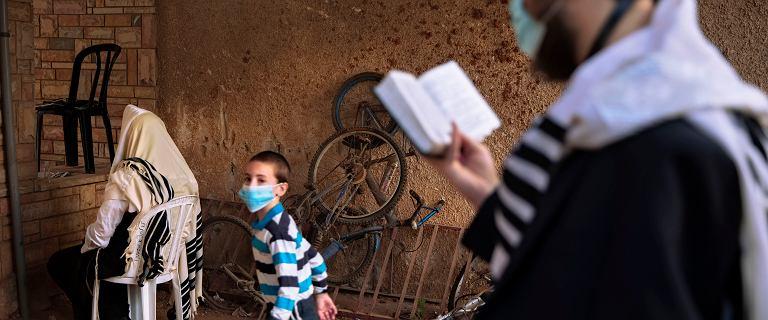 Izrael. 65 proc. zakażonych koronawirusem zakaziło się we własnym domu