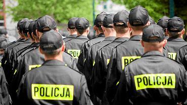 Ostatni milicjanci odejdą w tym tygodniu ze służby w policji? N/z. Ślubowanie nowych funkcjonariuszy Policji w Katowicach