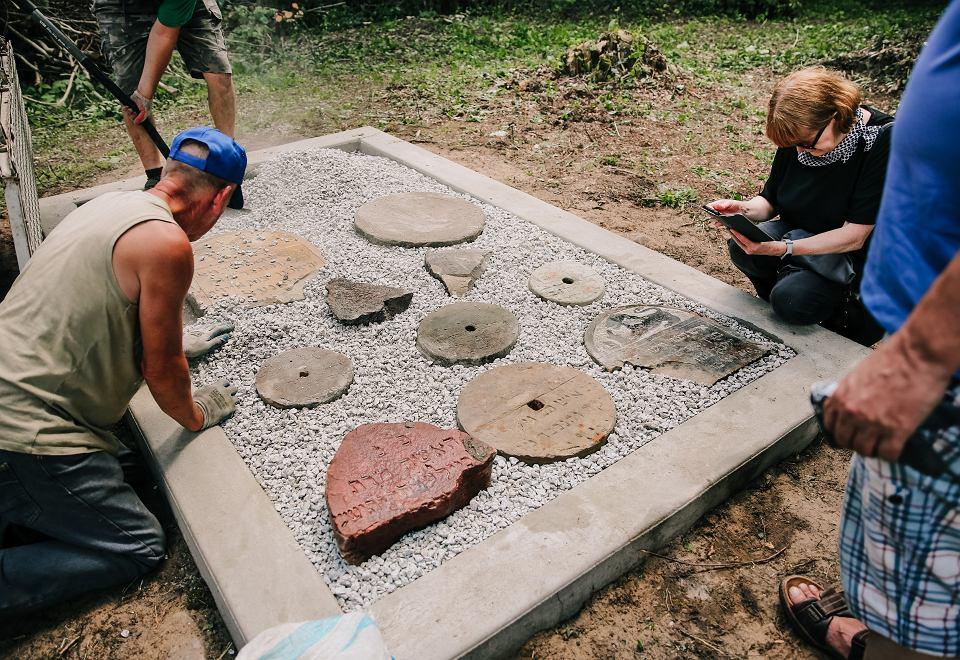 Suchowola. Fragmenty macew po latach trafiły do specjalnego lapidarium
