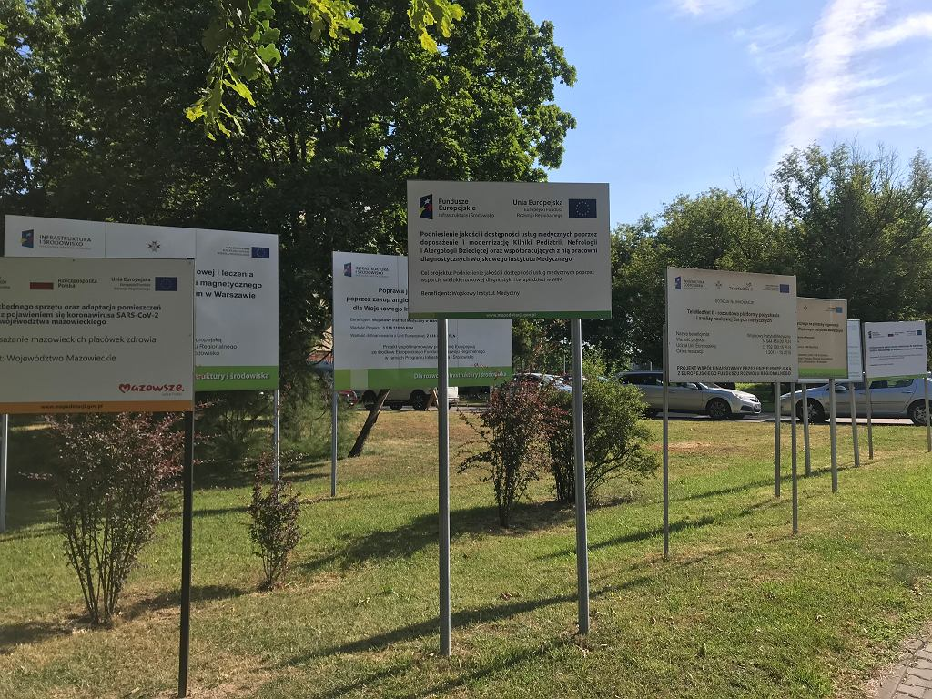 Tablice z informacjami o wykorzystaniu środków unijnych w jednym tylko szpitalu