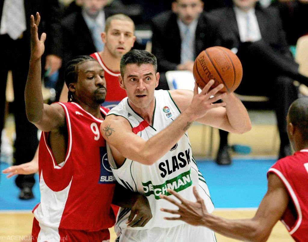 Maciej Zieliński (z piłką) podczas meczu Śląska z Hapoelem Tel Aviv