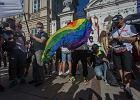 Czy społeczność osób LGBT jest dyskryminowana? Tak uważa większość Polaków [SONDAŻ]