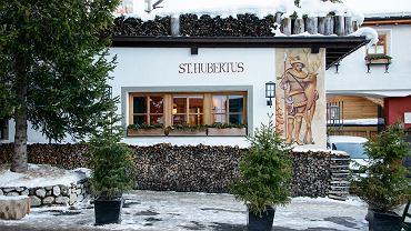 Dwugwiazdkowa włoska restauracja St. Hubertus w hotelu Rosa Alpina (rosalpina.it) w San Cassiano in Badia (Dolomity). Powstała dwadzieścia lat temu i od początku na jej czele stoi Grand Chef Norbert Niederkofler. W 2000 roku restauracja otrzymała pierwszą gwiazdkę Michelina, siedem lat później - drugą. Przewodnik Gault&Millau przyznał St. Hubertusowi 19 na 20 możliwych punktów.