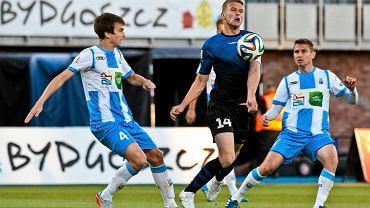 Zawisza - Stomil 3:0. Paweł Głowacki (z prawej) podczas meczu w Bydgoszczy