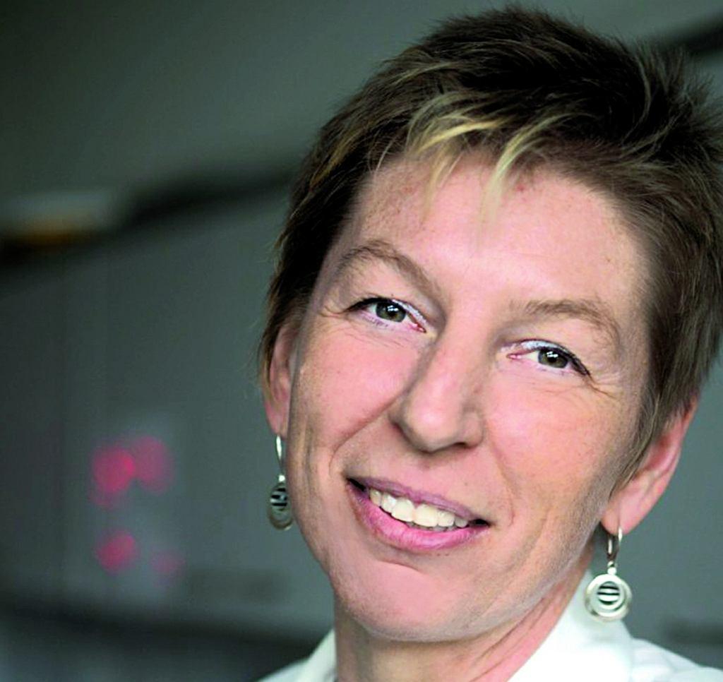 dr hab. Ewelina Hallmann