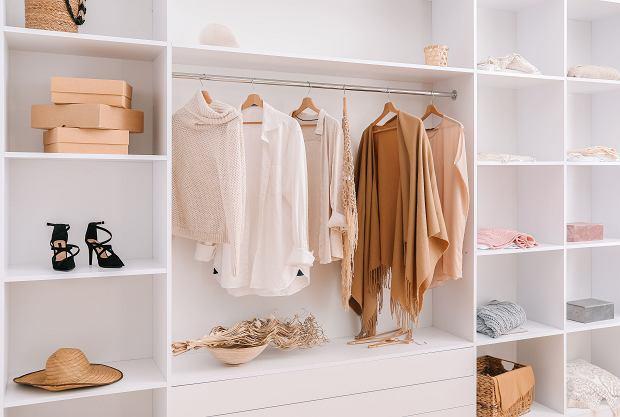 Jak zorganizować szafę? Mamy kilka dobrych pomysłów