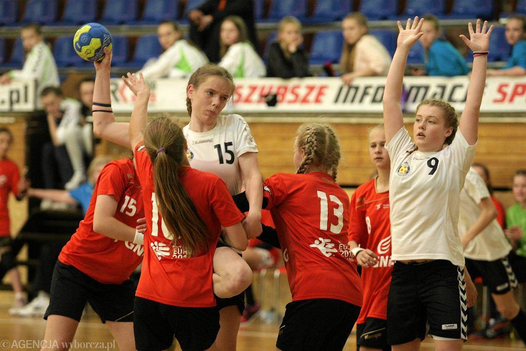 Mecz dziewcząt Korona Handball - UKS Dziewiątka Legnica. Finał turnieju o Puchar Prezesa Związku Piłki Ręcznej w Polsce