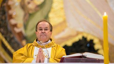 Szef radia Maryja ksiądz Tadeusz Rydzyk koncelebruje mszę w rocznicę wstąpienia Karola Wojtyły na tron papieski. Częstochowa, 22 października 2020