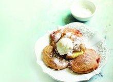 Pancakes z jabłkami w sosie winno-korzennym - ugotuj