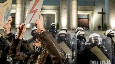 Protesty po wyroku TK. Policjanci: Nie jesteśmy zbrojnym ramieniem rządu