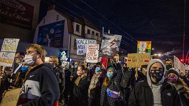 Techno blokada w Gdyni. Protest kobiet po wyroku Trybunalu Konstytucyjnego zaostrzajacym prawo aborcyjne