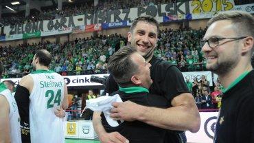 Witold Szachowicz i Adam Hrycaniuk fetują mistrzostwo Polski Stelmetu BC Zielona Góra