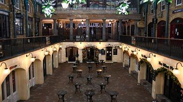 Zamknięte restauracje w Covent Garden w Londynie.