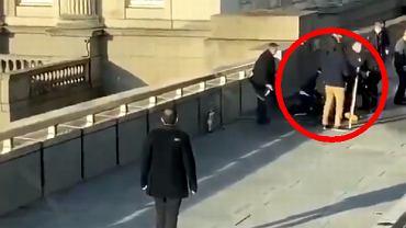 Mężczyzna, który pomógł obezwładnić napastnika w trakcie piątkowego ataku na London Bridge według 'Times'a' ma na imię Łukasz / Fot.  Wolfgang Kitzler/Twitter