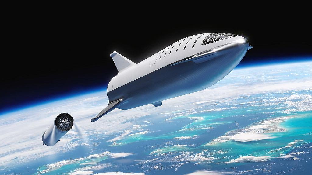 Tak ma wyglądać wejście na orbitę statku Starship. Z tyłu odłączona rakieta nośna Super Heavy. To aktualna wizja. SpaceX systematycznie je zmienia