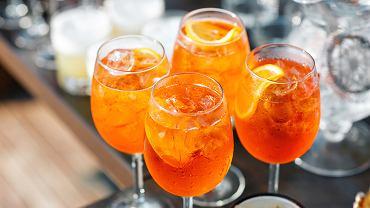 Aperol Spritz to drink, który doskonale powinni znać wszyscy wielbiciele włoskiej kuchni.