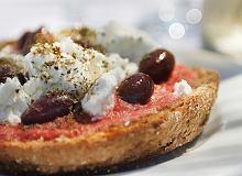Grzanki z serem feta i pomidorami - ugotuj