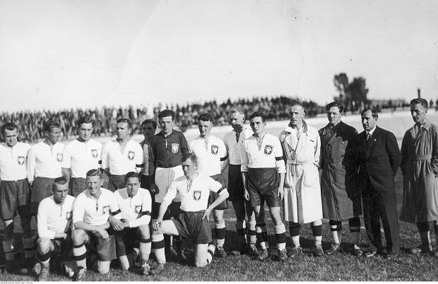 Reprezentacja Polski w 1933 roku. Józef Kałuża stoi 2. od prawej