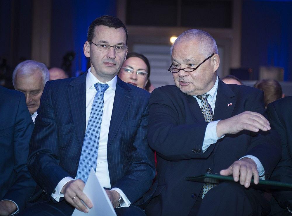 Premier, a wtedy minister rozwoju i finansów Mateusz Morawiecki i prezes NBP prof. Adam Glapiński podczas konferencji Narodowego Banku Polskiego, Warszawa 14.10.2016