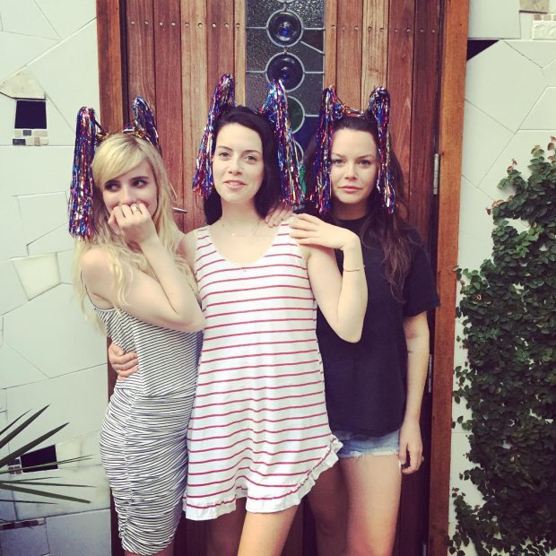 Emma Roberts i siostry Elkin