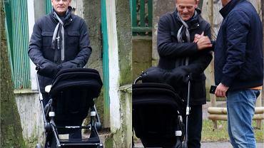 Donald Tusk z wnuczką na spacerze