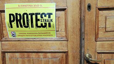 Dyrektorzy warszawskich szkół pod lupą. Ratusz sprawdza, czy wypłacali dodatki za strajk