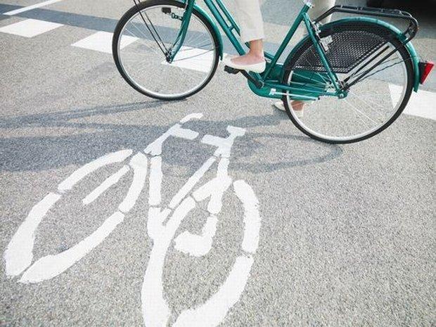 Czy rowerzyści powinni mieć prawo przejeżdżania wybranych skrzyżowań na czerwonym świetle?
