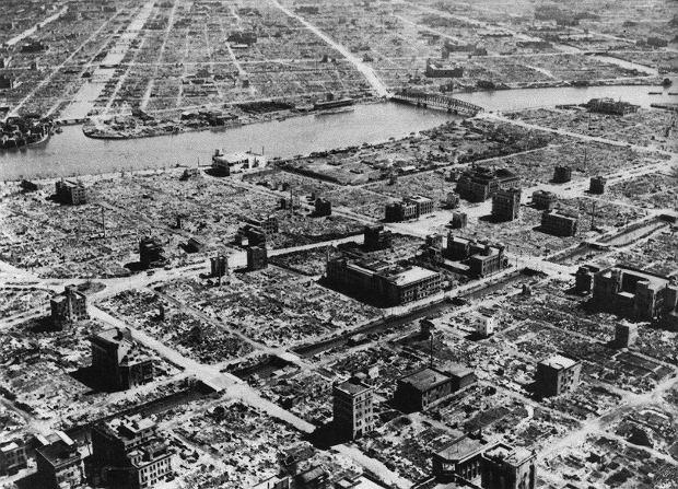 Tokio 10 marca 1945 po największym nalocie.