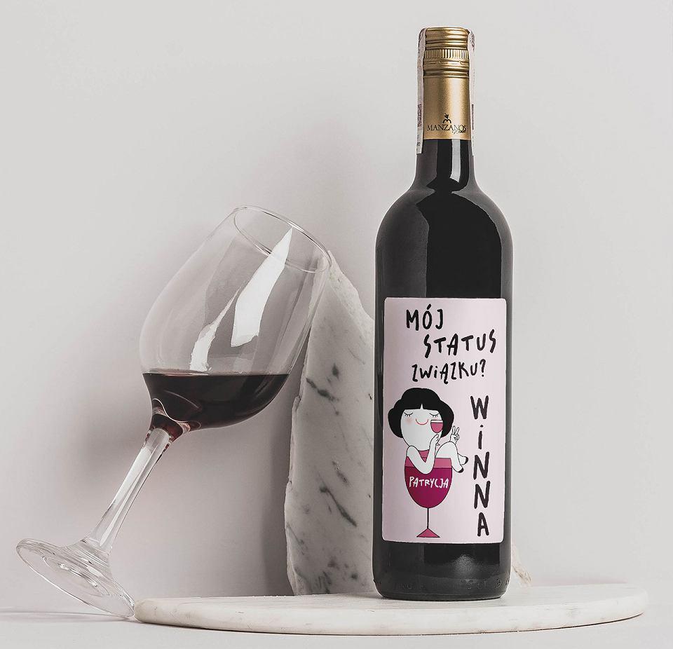 Czerwone wino alkoholowe Winna.